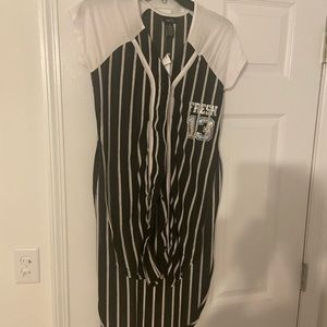 BNWT HORIZONTAL STRIPED BASEBALL SHIRT